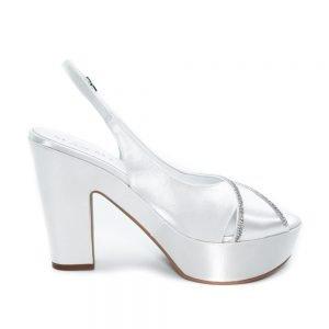 Sandalo da sposa con strass cucito a mano