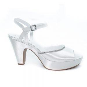 scarpa da sposa con cinturino in strass .